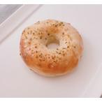 米粉100%ベーグル 炒め玉ねぎと麻の実ナッツベーグル チーズタイプ